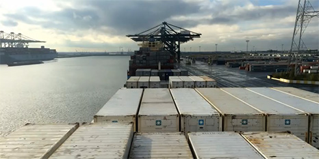 Time-lapse-containerschip-Svendborch-Strait
